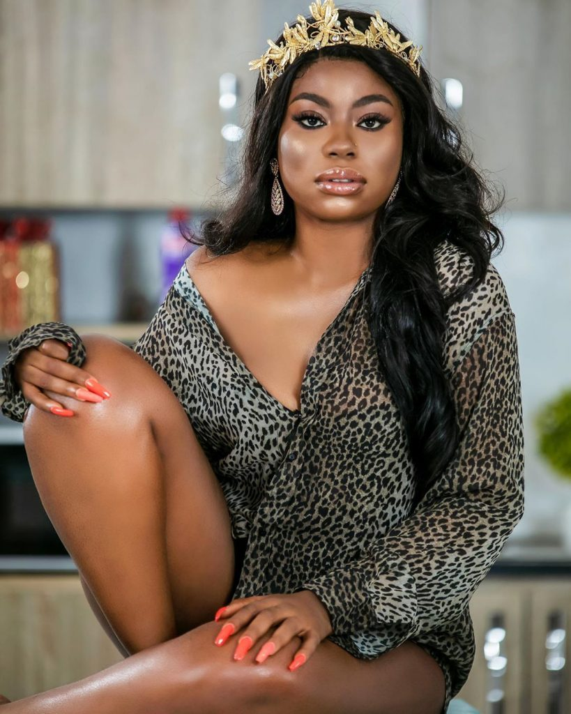 "Davido's Baby Mama ""Sophia Momodu"" Shows Side Cleavage In New Photo"