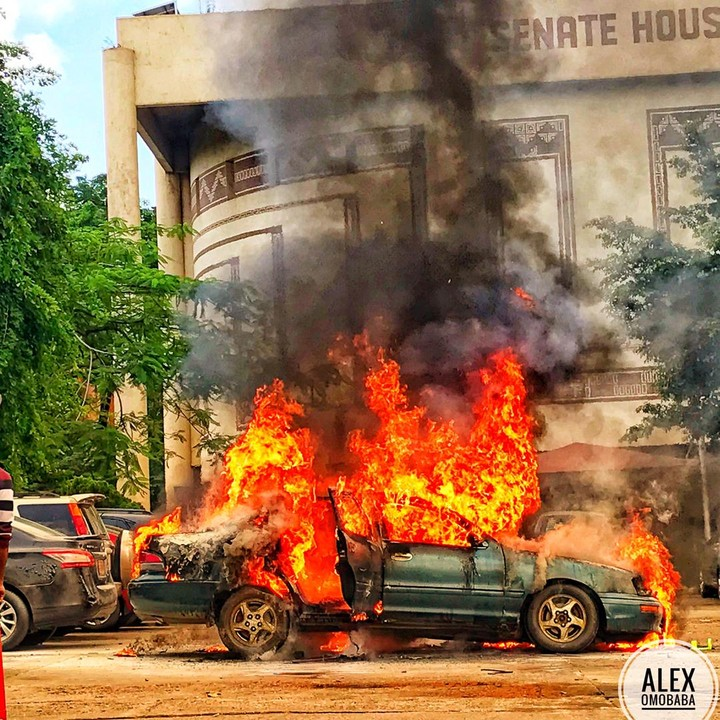 University of Lagos  A massive fire has erupted in Unilag close to the popular senate building.  A car caught fire and a tyre exploded. The fire figthers also didn't have top notch equipments as they could be seen quenching the fire via buckets rather than a high pressure hose.