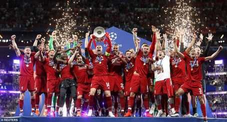 Here is the moment Liverpool lift their sixth European Trophy in Madrid. Liverpool who defeated Tottenham 2 zero to win their European Trophy after many years celebrated their champions league final win in Madrid. Moh salah who opened the net with penalty in just 2 minute of the game as Origi scores to make it two zero.