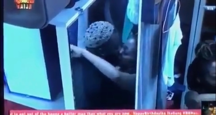 BBNaija 2019:- Gedoni And Khafi Seeing Kissing (Photos)   Here is the moment Gedoni And Khafi Seeing Kissing Each Other  #KISS: Gedoni & Khafi giving us some hot moments