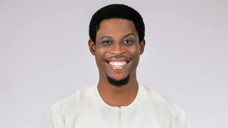 BBNaija housemate, Seyi has become the third housemate to win the Veto power of the chance badge.  The Awolowo grandson, Seyi emerged victorious in a series of games of chance played after the Sunday live eviction show, taking the title from Frodd.  The winner of this week's Veto game will have the power to Save and Replace a nominated Housemate from Monday's nomination.  In addition, the winner will also be rewarded with 100 Bet9ja coins. As Biggie said, housemates now understand the power of their Bet 9ja Coins following the eviction of Ella and Kim Oprah.