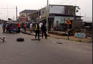 A Divisional Police Officer (DPO), a pregnant policewoman and two policemen have been killed after suspected gunmen stormed Agudama- Ekpetiama Community police station in Yenagoa Local Government in Bayelsa state this morning Monday July 1st. According to reports, the gunmen stormed the police station at about 2.15am shooting sporadically. One police officer escaped unhurt while another who was shot on the leg is currently receiving treatment at an undisclosed hospital. The community source further disclosed that all the rifles in the arsenal of the police station and uniforms belonging to the deceased officers were taken away by the gunmen. The remains of the deceased officers have been deposited in the morue at the Federal Medical Center, Yenagoa. Confirming the attack, the state police command spokesperson, Asinim Butswat, said police is on the trail of the assailants.