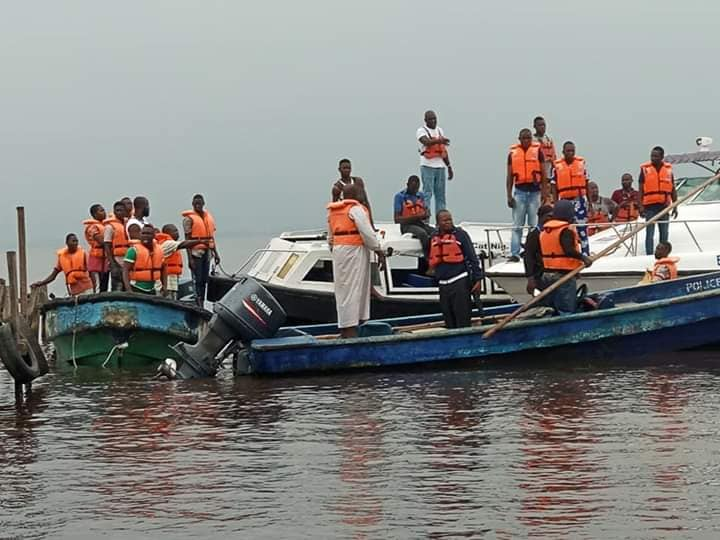 A pregnant woman has died in a boat mishap that occured in the Ikorodu area of Lagos state yesterday Saturday June 29th. According to reports, the boat which was transiting from Badore to Egbin in Ijede Ikorodu, capsized at about 10pm.