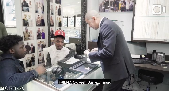 """Nigerian Dmw talented singer Mayorkun just acquires a customized with title of his latest album """"The mayor of lagos""""TMOL gold chain worth $25000,9million naira at Ice box.  In the long clip he was seen orderung the type of chain he wanted online with an agent at icebox which he later visited the icebox office to purchase the expensive customized chain. See some nigerians hilarious reactions after the cut"""