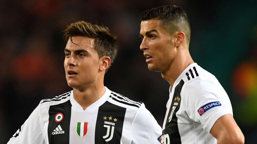 Former Red Devils striker approves swap deal talk Cristiano Ronaldo has urged Juventus teammate Paulo Dybala to move to Manchester United, according to the Daily Mail. Dybala is believed to have asked the Portgual forward for advice about the potential move, with the two clubs currently in talks over a swap deal also involving Belgium striker Romelu Lukaku. Ronaldo, who won nine trophies at Old Trafford between 2003 and 2009, gave his approval to the transfer, saying his time at the Red Devils helped him to become a 'champion'