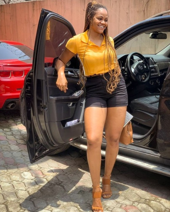 Busola Dakolo who is the wife of Timi Dakolo steps out in bum shorts as she reveals her fresh glowing thighs. She poses with her car looking so fabulous.  When we force ourselves to stay positive at all times we deny the existence of our life's problems. And when we deny our problems, we rob ourselves of the chance to solve them and generate happiness. Problems add a sense of meaning and importance to our life. Mark Manson  Photo credit @timidakolo  #throwbackthursday #keepliving