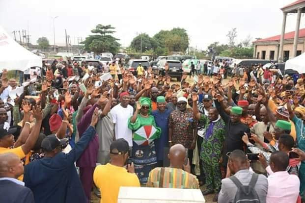 """Close to N1 billion naria is deducted from the monthly allocation accruable to Imo State to repay 26 billion naria bail out funds given to the Okorocha administration by the Federal Government.  This was revealed by Imo State Governor, Emeka Ihedioha in his speech to celebrate his 100 days in office in Owerri, Friday.  """" It is worthy of note that with our wage bill at an average of N2.5b per month, almost N1 billion monthly pension bill and in an atmosphere of very low IGR, leaves little for development.  """"This is compounded by the almost N1b statutory deduction on our FAAC, majorly for the repayment of the N26.8b bail out funds, given to the last administration"""" the Governor said.  He explained his administration's success in various sectors such as education, health, power supply, youth empowerment, agriculture, sports and provision of affordable housing soon  He said within 100 days in office, the State Internal Generated Revenue, IGR, increased from all time low of about 300m in July to 600m in August which made the State qualify for performance based grants of the World Bank and other multinational development institutions.  According to him, workers salary has been restored to 100 percent, backlog of local Government workers paid.  He added that all unjustly suspended Directors, have been reinstated and his administraion has reversed some underserved promotions and sponsored officers to capacity building programmes.  Ihedioha said 14 critical raids are undergoing reconstruction while 70 Rural Roads network with a cumulative distance of 381 kilometers across 27 LGAs are under the Rural Access and Mobility projects, RAMP."""