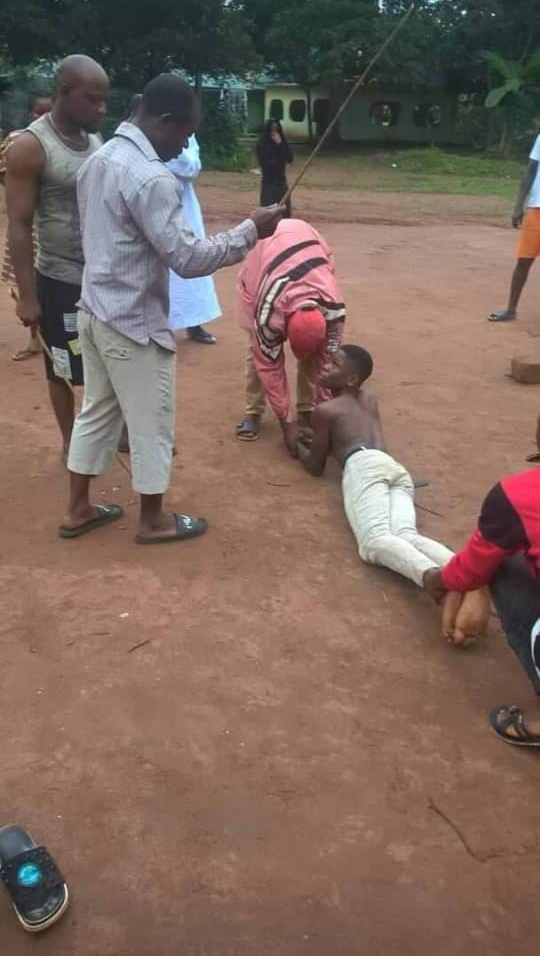 Abomination in the land! The man in a blue T-shirt is Sunday Matias Ekeogu from Umunwachukwu village in Oboro-Umueze Community in Ogwa town in Mbaitoli Local Government Area of Imo State. The young man that is unclad is his son by name Chimereuche Ekeogu while the young pregnant girl is his daughter from a different woman. Though Mr. Sunday never married any of these children's mothers,he is a super single father(SSF). The saddest and abominable story is that Mr. Sunday alongside his son Chimereuche has been sleeping with his own daughter/ sister to an extent that they got her pregnant.It got to the ear of the chairperson of the youth forum of the said village. After thorough investigations by the youths, men, women and children of the village, they decided to banish the three of them from the land. Information gathered reveals that the same man, Mr. Sunday Matias Ekeogu, had once impregnated his two nieces from his two different sisters. Tufiakwa! 16 years back Mr. Sunday impregnated his niece and she delivered a baby girl.Now the baby has grown up,Mr Sunday started sleeping with the girl.She's five months pregnant.