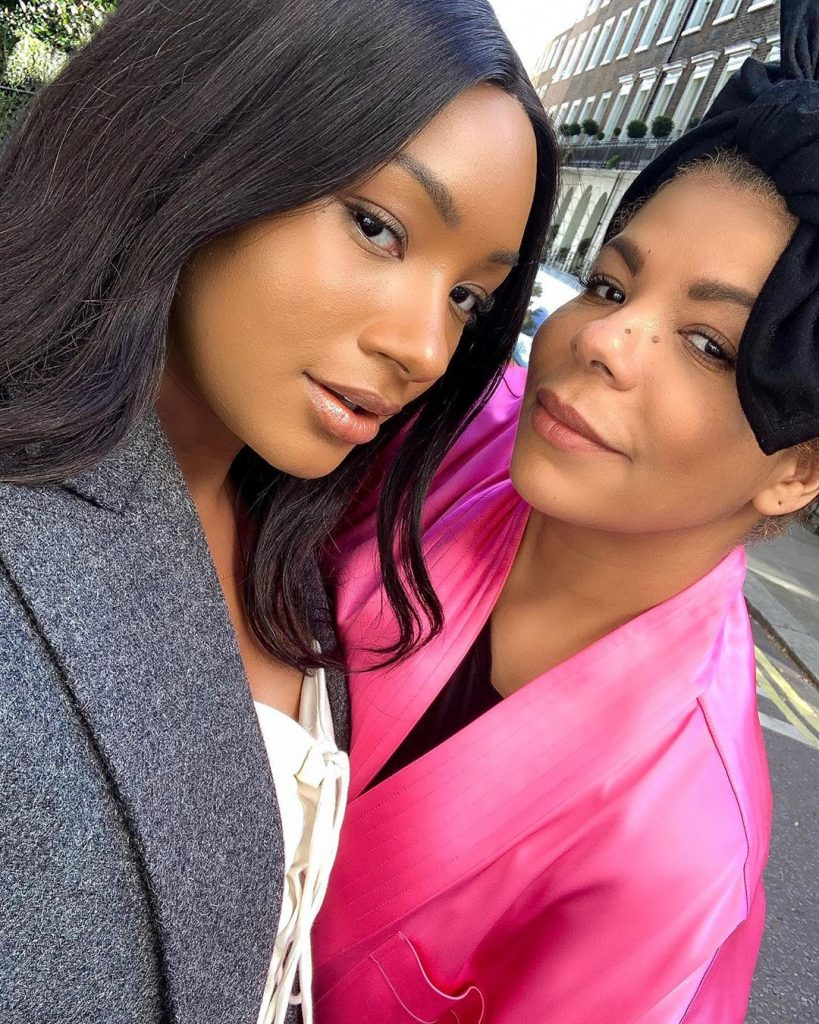"""And the daughter of billionaire Otedola """"Temi Otedola"""" took to instagram to share this photo with the caption:-  Guess who the mom is?"""
