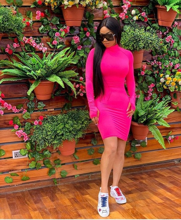 Media personality, Toke Makinwa steps out in figure-hugging dress which proliferates her voluptuous figure. She never gets tired of fashion. Thumbs up TM!