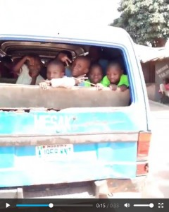 Hilarious moment, students posed in styles after a man captured their school bus without back window…