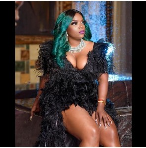 Nollywood actress Empress Njamah celebrates her 40th birthday with cleavage baring outfit. Gistmore reports  Taking to her Instagram page, the actress wrote  'STEPPING INTO 40 LIKE FINE WINE……….this wine is forty years old.it certainly doesn't look it's age……. HAPPY BIRTHDAY TO ME #fortified #hoeboss #happyfortytome'  Empress Njamah is a Nigerian actress. In 2012, she was nominated for best supporting actress at the Africa Movie Academy Awards, but lost out to Terry Pheto.
