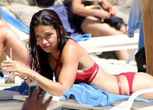There aren't many babes like Brazilian model Adriana Lima around, so it's no wonder paparazzi like to snap pictures of her when she's not looking.