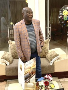 Former vice president and PDP presidential candidate, Atiku Abubakar is celebrating his 73rd birthday today.  Atiku Abubakar was spotted with his friends cutting cake as he celebrate his day on his way back to the country from Dubai.