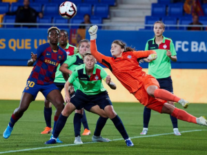 Super Falcons striker Asisat Oshoala is in big trouble aftercriticizing Barcelona during a 0-0 barren drawwith Slavia Prague in the UEFA Champions League on last Tuesday night.