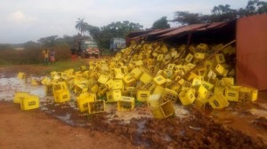 Millions of Naira has been lost as a trailer-load of beer fell at the Oji River axis of the Enugu-Onitsha Expressway, just a stone throw from the border with Anambra State.  Eyewitnesses say the trailer was trying to negotiate the fair part of the expressway when its bucket pulled off from the body and fell with its contents – crates of beer.