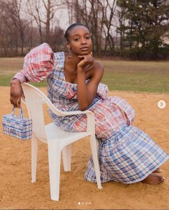 These are lovely pictures of a lady transforming 'Ghana Must Go' traveling bags into a dress and rocking it with pride. These are trending pictures of an Africa