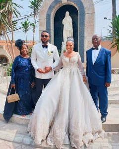 Sandra Ikeji Weds Arinze With 200 Bridesmaids (white Wedding Pictures)