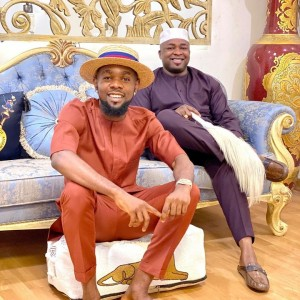 """Nigerian musician, Patoranking has been spotted goofing around with Oba Elegushi of Ikate Kingdom. The pictures were taken during a courtesy visit by the musician. The monarch shared the photos on his page writing: """"New year courtesy call by one of our best"""""""