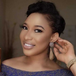 Controversial actress, Tonto Dikeh, has cautioned the young people following the negative influence of social media, claiming that life is not as easy and rosy as they perceived it to be on social media.   Tontolet, as she likes t